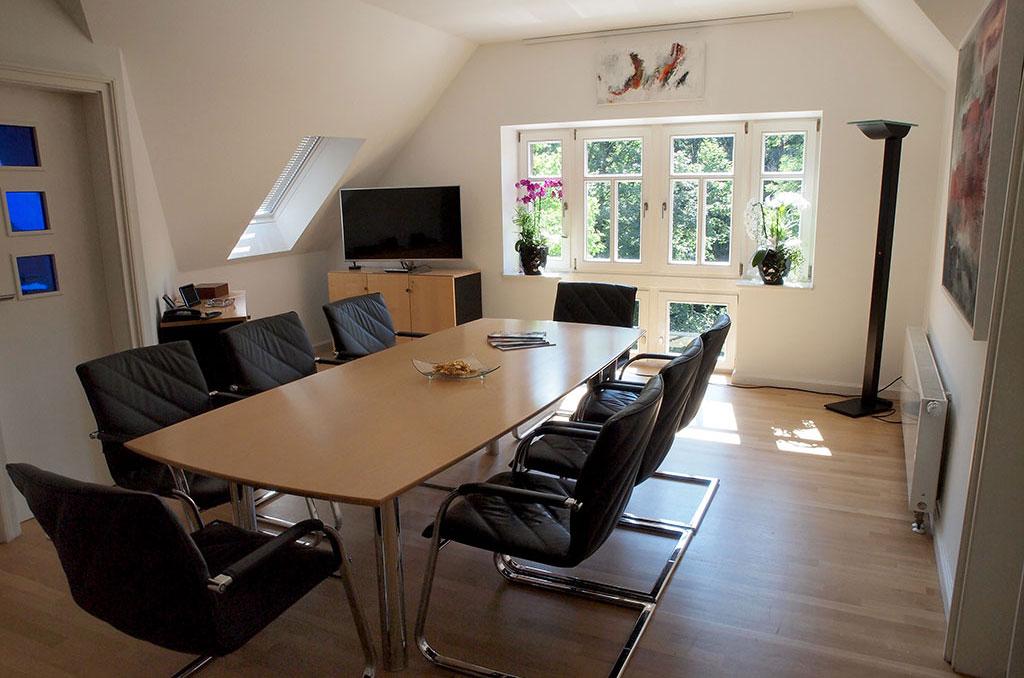 Modernste vernetzte Technik in allen Räumen.